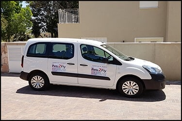 citroen berlingo with Pets2Fly signs