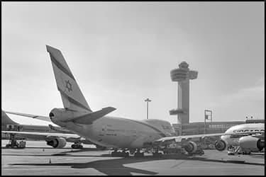 מטוס של אל על על הקרקע בשדה התעופה